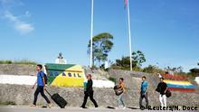 +++ Bildergalerie Brasilien Flüchtlinge aus Venezuela +++Venezuelans walk across the border from Venezuela into the Brazilian city of Pacaraima, Roraima state, Brazil November 16, 2017. REUTERS/Nacho Doce SEARCH VENEZUELAN MIGRANTS FOR THIS STORY. SEARCH WIDER IMAGE FOR ALL STORIES.