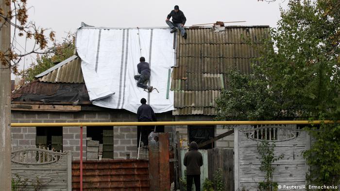 Полуразрушенный дом в Донецкой области