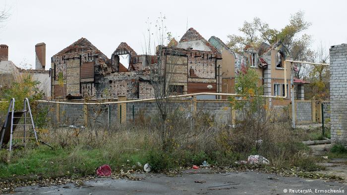 Разрушенные дома в районе аэропорта Донецка