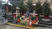 Цветы и венки на месте теракта в Берлине