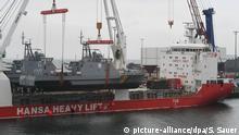 Ein Küstenschutzboot für Saudi-Arabien bei der Verladung im vergangenen März