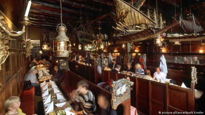 Deutschland: Lübeck - Restaurant Schiffergesellschaft (picture-alliance/dpa/K.Kreder)