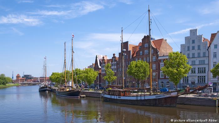 Hansestadt Lübeck an der Untertrave (picture-alliance/dpa/F.Röder)