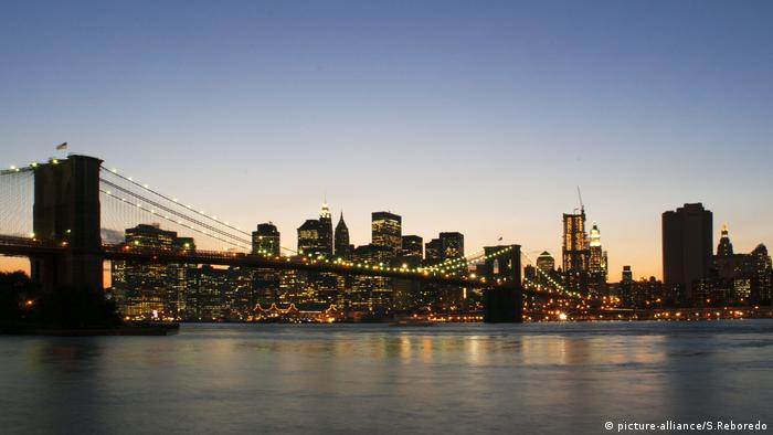New York, Skyline, Brooklyn Bridge, Manhattan (picture-alliance/S.Reboredo)