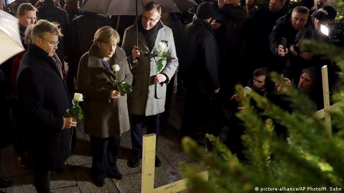 Angela Merkel, Breitscheidplatz (picture-alliance/AP Photo/M. Sohn)