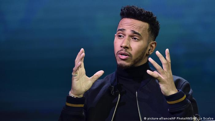 Mailand Formel 1 Fahrer Lewis Hamilton im TV (picture-alliance/AP Photo/ANSA/F. Lo Scalzo)