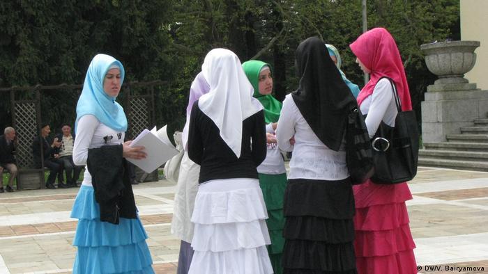 Млади мюсюлманки в Момчилград