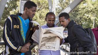 Afrika junge Männer arbeitslos (Imago/photothek/T. Imo)