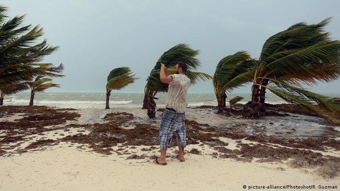 Dominikanische Republik Hurrikan Maria (picture-alliance/Photoshot/R. Guzman)
