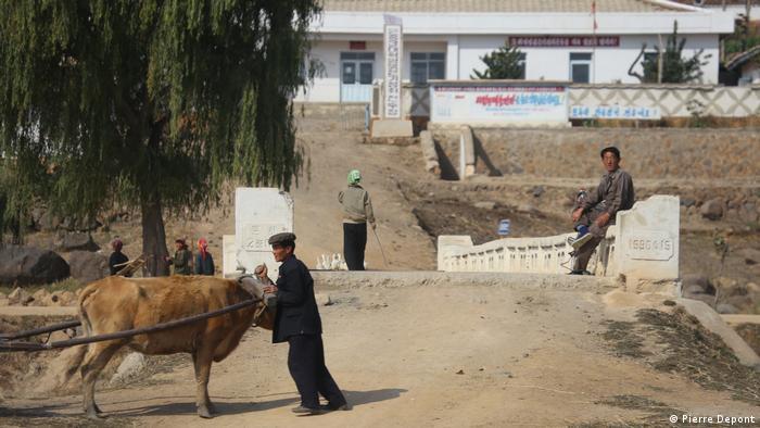 Nordkorea - Unbekanntes Dorf in Nordkorea (Pierre Depont)