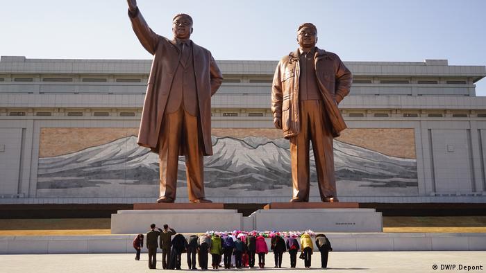 Nordkorea, Großmonument Mansudae in Pjöngjang (DW/P.Depont)