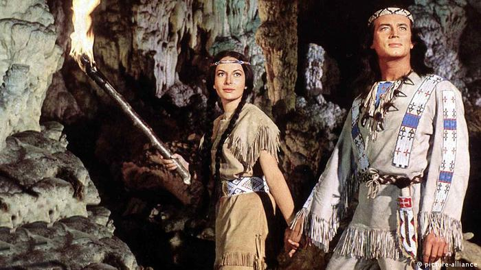 Actors Karin Dor (l.) and Pierre Briece in Winnetou (picture-alliance)