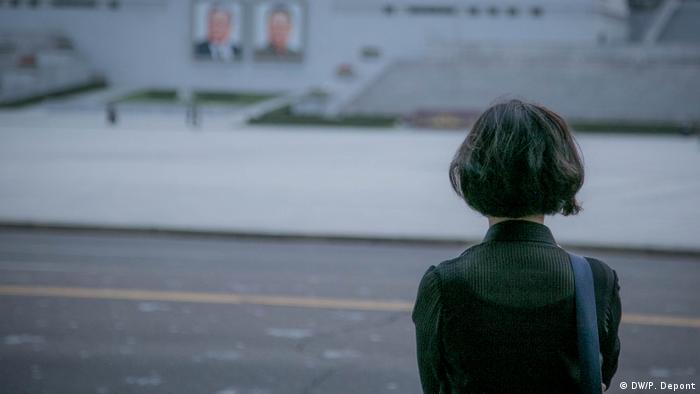 Mulher de costas em Pyongyang