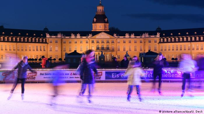 ice rink in Karlsruhe (picture alliance/dpa/U. Deck)