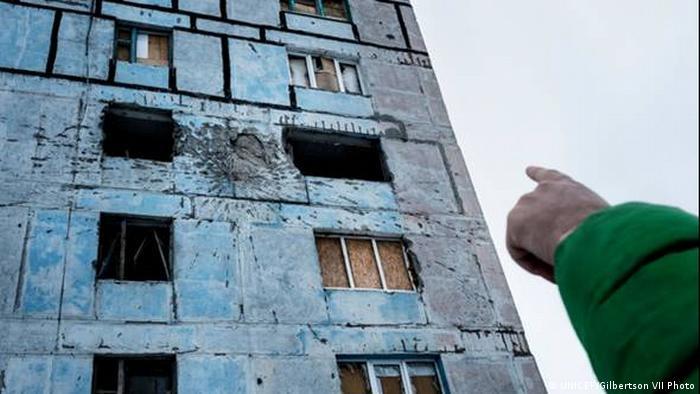 Авдіївка поблизу лінії розмежування - сліди ушкоджень на житловій будівлі