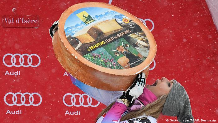 Lindsey Vonn with a huge wheel of cheese after winning a super G race (Getty Images/AFP/F. Desmazes)