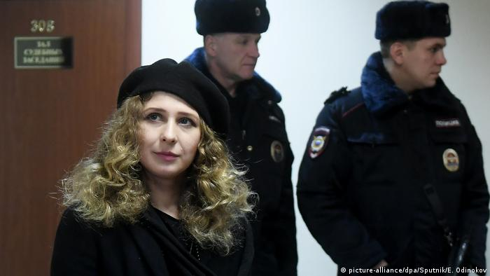 Maria Alyokhina was detained in Moscow in December 2017 (picture-alliance/dpa/Sputnik/E. Odinokov)