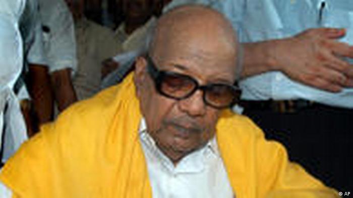 Parteivorsitzender der DMK Muthuvel Karunanidhi (AP)