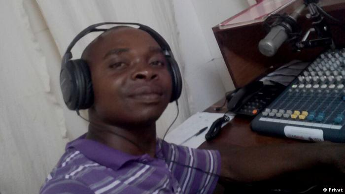 Baltazar Vítor im Radiostudio in Mosambik