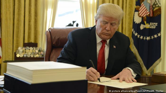USA Trump unterzeichnet Tax Cut Bill