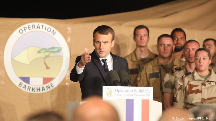 Durante visita ao Níger, Macron falou a militares franceses da operação Barkhane, esta sexta-feira (22.12)