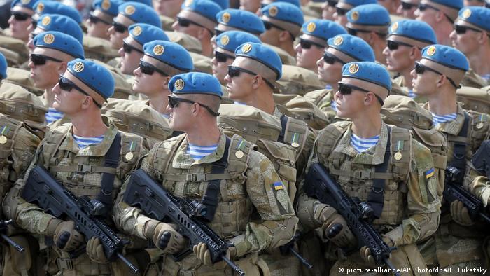 Symbolbild US-Regierung will offenbar Waffen an Ukraine liefern (picture-alliance/AP Photo/dpa/E. Lukatsky)