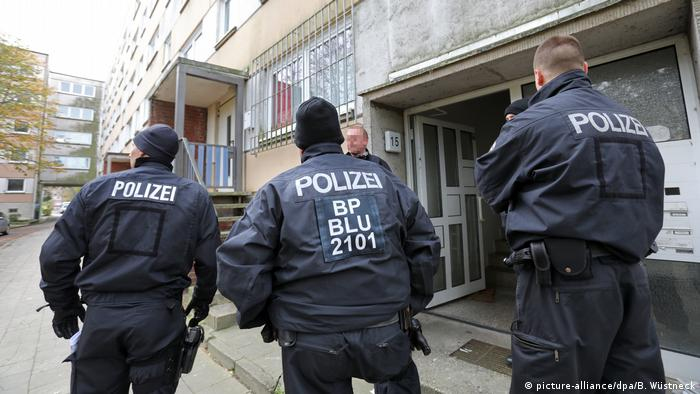 رجال الشرطة الألمانية في دورية لمكافحة الإرهاب لاعتقال سوري كان يخطط لتنفيذ هجوم إرهابي (أرشيف)