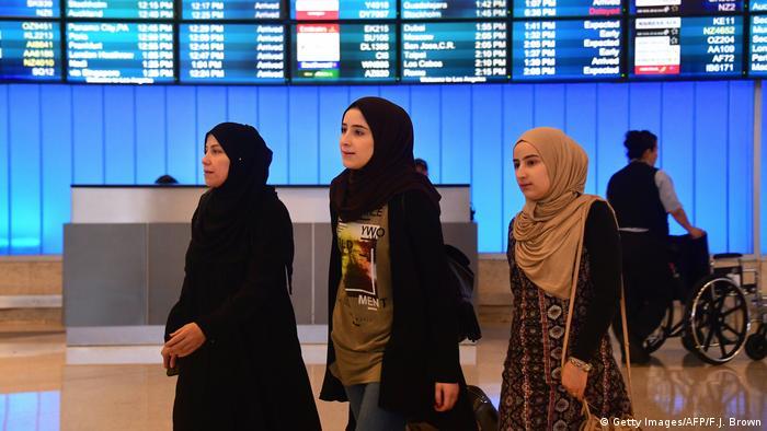 USA Los Angeles International Airport   Reisende aus Nahost