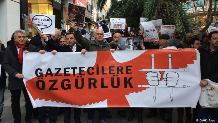 Türkei Demonstration Solidarität mit inhaftierten Journalisten in Istanbul