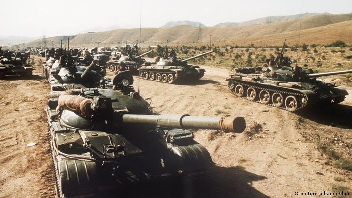 Soviet tanks in Afghanistan, 1980 (picture alliance/dpa)