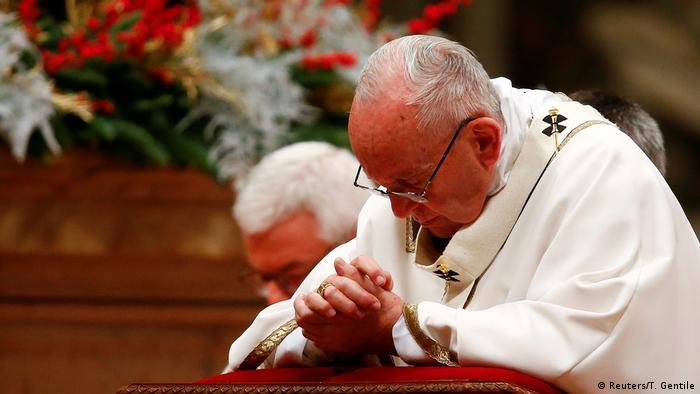 Vatikan | Christmette - Papst Franziskus (Reuters/T. Gentile)