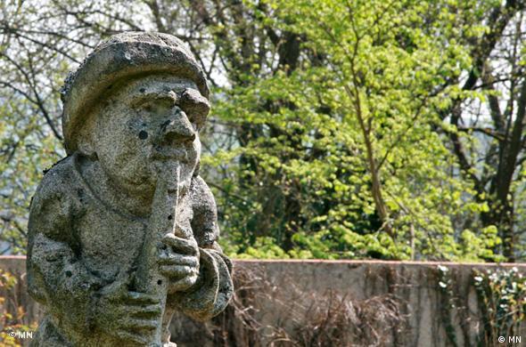 Гном в барочном саду Калло