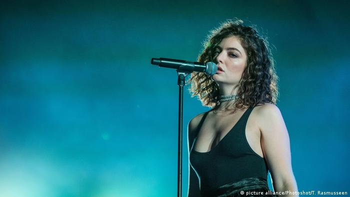 Lorde performs in Denmark (picture alliance/Photoshot/T. Rasmusseen)