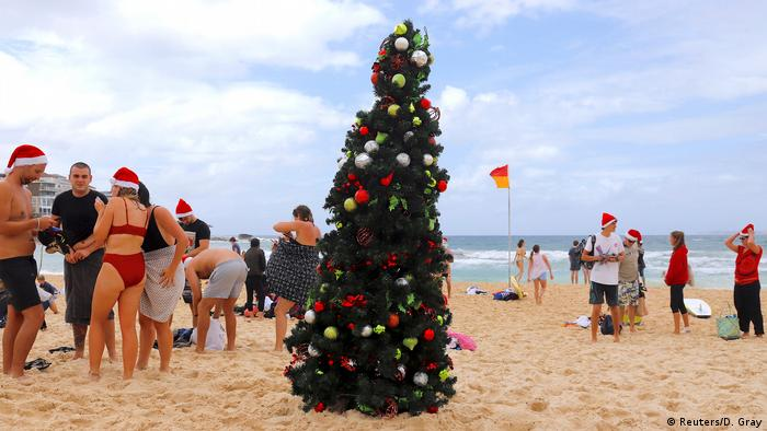Funny Christmas - Weihnachten am Bondi Beach (Reuters/D. Gray)