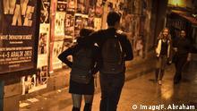 Istanbul Impressionen, Ein junges Pärchen im Nachtleben in Istanbul . Paar , Pärchen , Jugend , Schatten , Nachts , Dunkelheit , Liebe , Beziehung , Zusammen , Muslime . Bosporus , Türkei , Tuerkei , Stadtleben , Daily Life , Reisen , Tourismus , Metropole , Urban , City , Asien , Europa , Reiseziele , Städtereisen Istanbul Impressions a Young Couples in Nightlife in Istanbul Couple Couples Youth Shadow at night Darkness Love Relationship together Muslims Bosphorus Turkey Turkey City life Daily Life Travel Tourism Metropolis Urban City Asia Europe Destinations Städtereisen