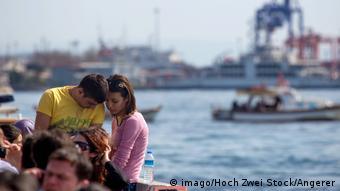 Türkei junges Pärchen in Istanbul (imago/Hoch Zwei Stock/Angerer)