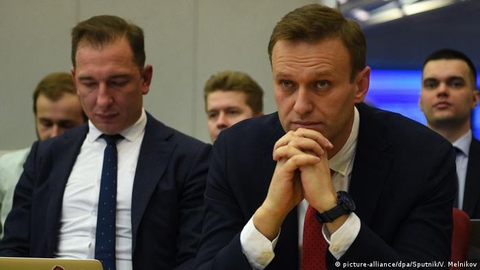 Alexei Navalny (on the right in the foreground) at the meeting of the Central Election Commission