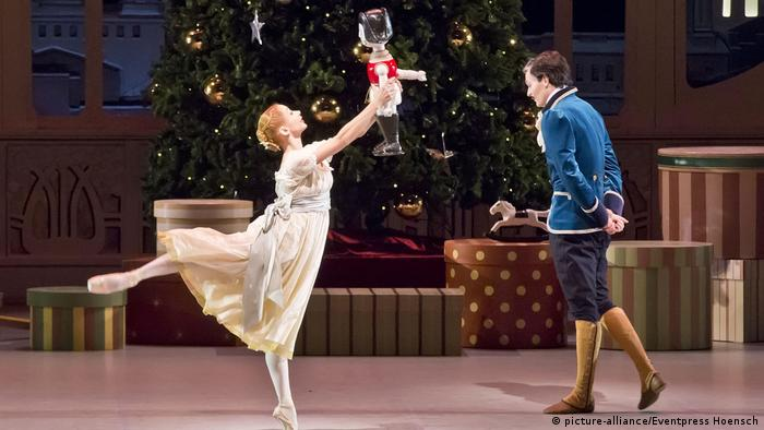 A performance of The Nutcracker ballet in the Deutsche Oper in Berlin on 7 October 2016 (picture-alliance/Eventpress Hoensch)
