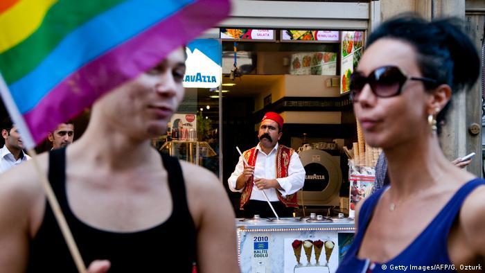 Türkei Istanbul traditioneller vs moderner Lebensstil