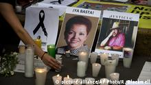 ***Archivbild*** FILE - In this May 16, 2017 file photo, a woman places a candle in front of pictures of murdered journalists Miroslava Breach, left, and Javier Valdez during a demonstration against the killing of journalists, outside the Interior Ministry in Mexico City. More than three dozen Mexican media organizations announced Monday, Dec. 4, 2017 that they are joining forces to try to combat a wave of journalist killings in the country, including at least nine this year. (AP Photo/Rebecca Blackwell, File) |