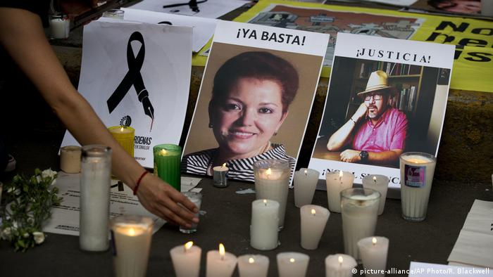 Mexiko | Gedenken an die ermordete Journalistin Miroslava Breach (picture-alliance/AP Photo/R. Blackwell)