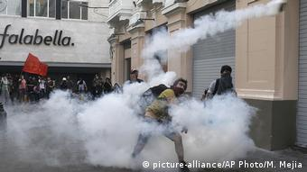 Peru | Proteste gegen die Begnadigung von Ex-Präsident Fujimori (picture-alliance/AP Photo/M. Mejia)