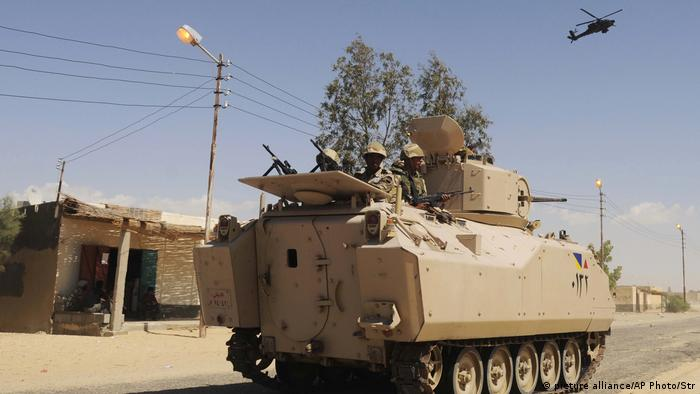 An APC carrying Egyptian troops in North Sinai (picture alliance/AP Photo/Str)