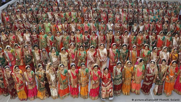 Indien Philantrop sponsort Massen-Hochzeit