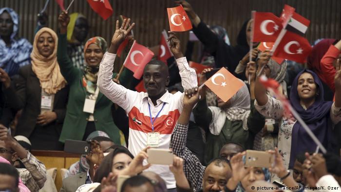 Sudan Der türkische Präsident Erdogan auf Staatsbesuch (picture-alliance/AP Images/K. Ozer)