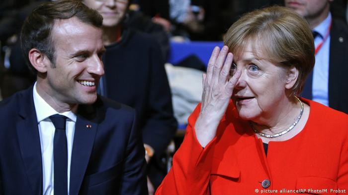 Angela Merkel und Emmanuel Macron (picture alliance/AP Photo/M. Probst)