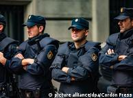 Служащие полиции в Барселоне, фото из архива