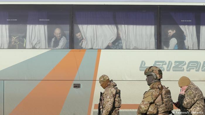 Повернення українських військовополонених на контрольовану Києвом частину Донбасу