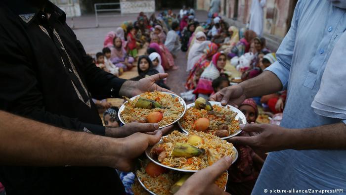 Pakistan Spezialität Essen (picture-alliance/Zumapress/PPI)