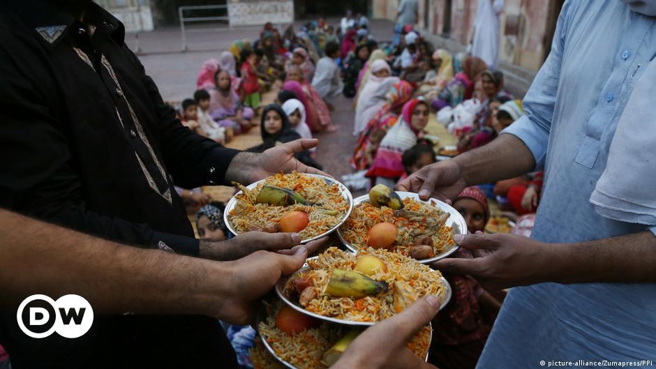 Pakistani Hindu youth arrange interfaith Ramadan meals for Muslims